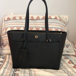 Tory Burch | NWT Robinson Small Tote Black